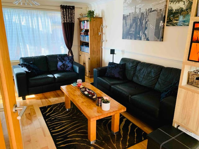 Lovely, cosy Home with 2 bedroom/free parking