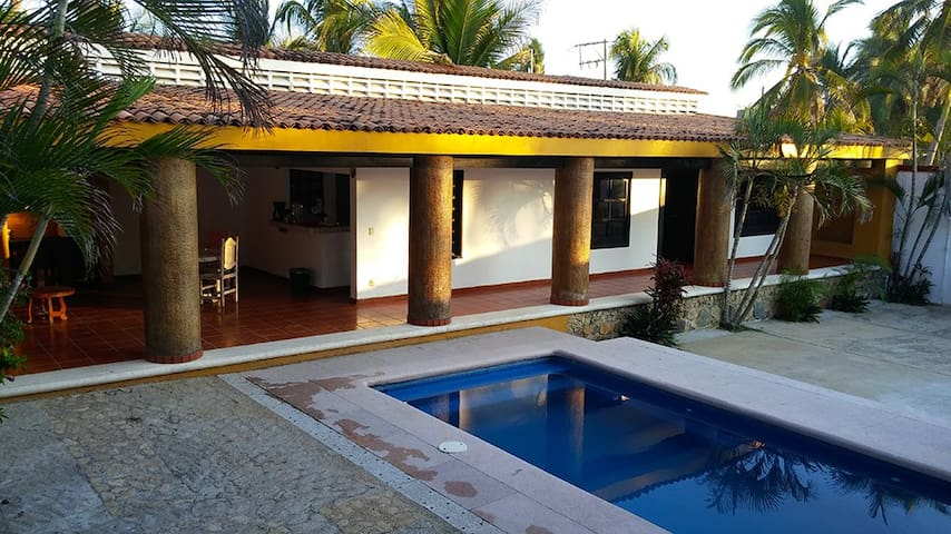 Room in Beautiful Villa by the Beach - Acapulco - Villa
