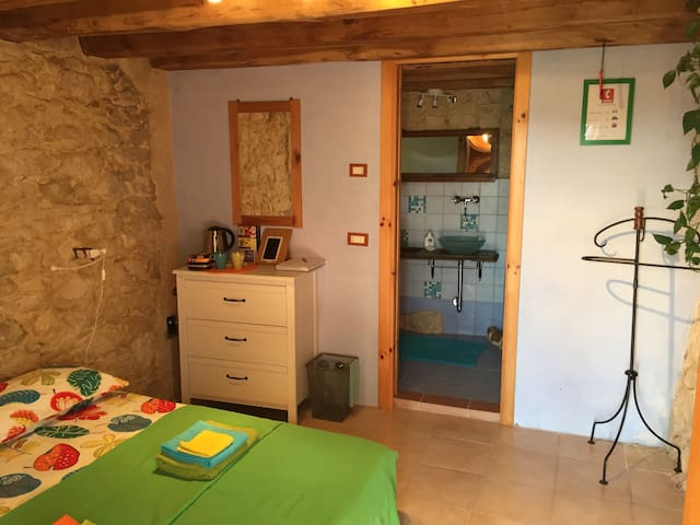 Room with separate entrance - Grancona - Maison