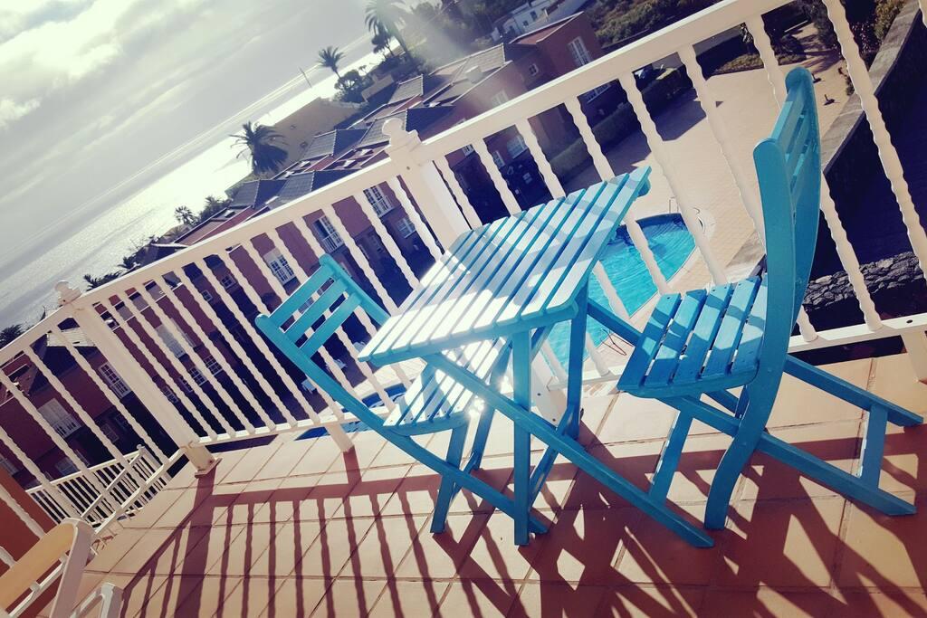 Mesita de terraza, para que comiences un día de aventuras con una buena taza de café y por supuesto con el mejor amanecer.