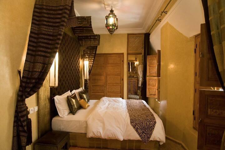 """""""Pacha"""" Bed Room.bed Queen Size"""