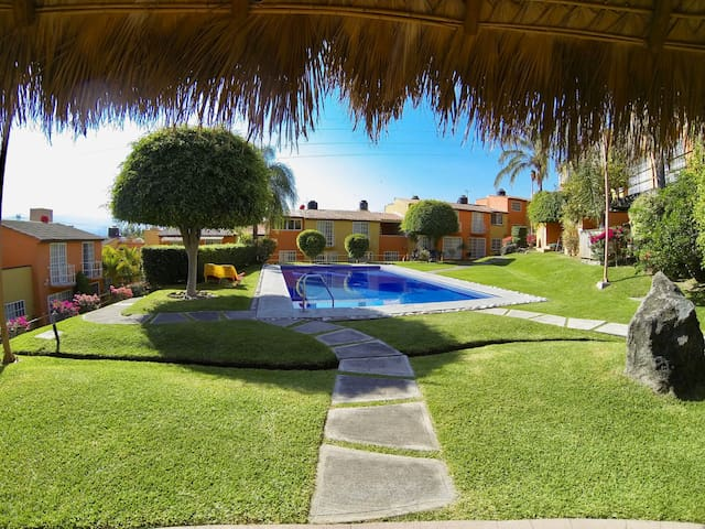 Bonita casa acogedora con alberca en Temixco - Temixco - บ้าน