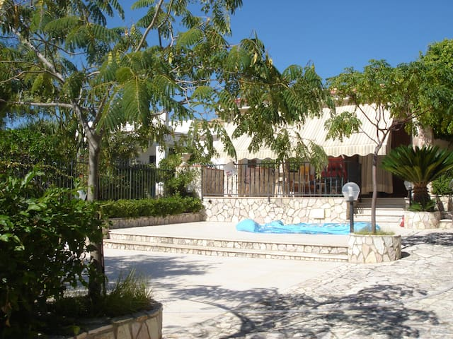 Villa namali ...just 100 meters from the sea !! - Trappeto - Villa