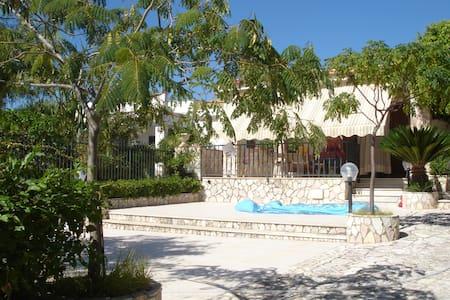 Villa namali ...just 100 meters from the sea !! - Trappeto - Вилла