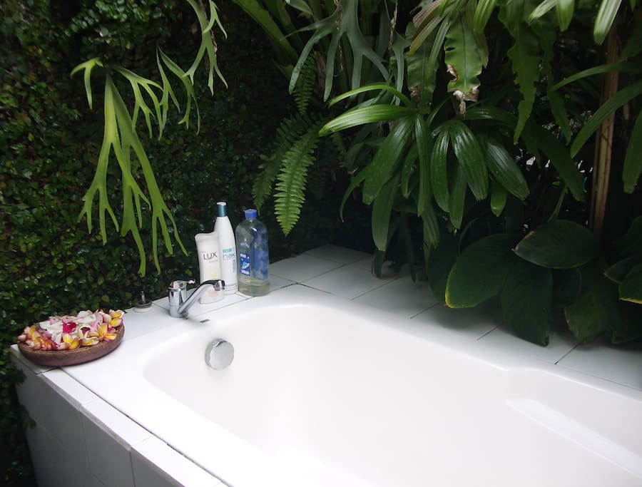 Open air bathtub