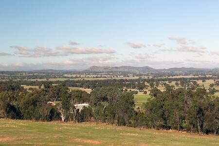 Unique property with great views-relax & recharge - Glenrowan