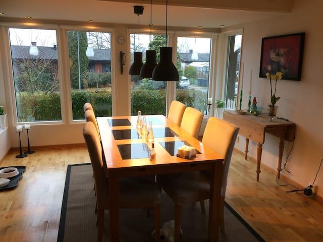 Härlig villa i lugnt o fint område! - Karlshamn - Casa