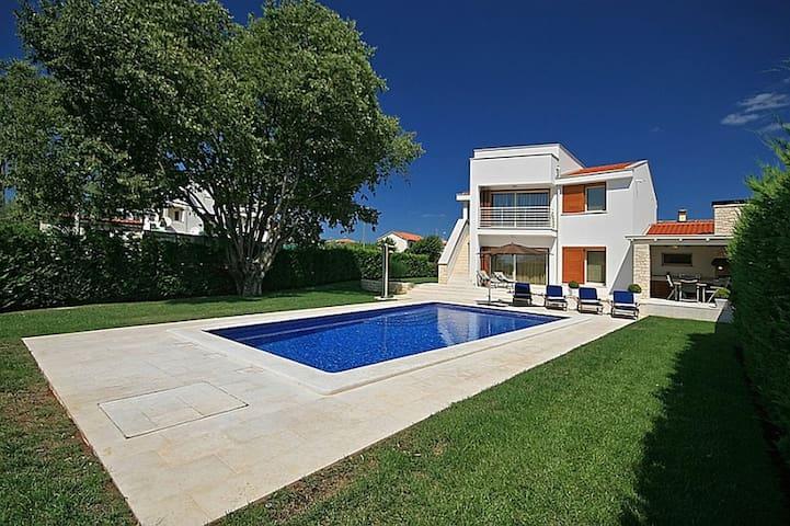 Villa Jasna met zwembad op 1000 meter van de zee - Vabriga - Huis