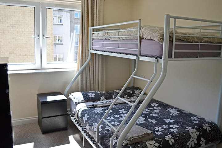 Warm, Cosy & Spacious En-suite Near City Centre