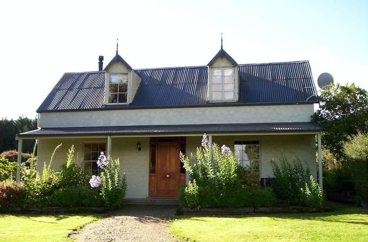 Rosebank Cottage - Historic Retreat