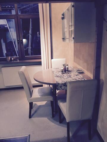 2 Zi. Apartment m.intrigierte küche - Rüdesheim am Rhein - Lägenhet