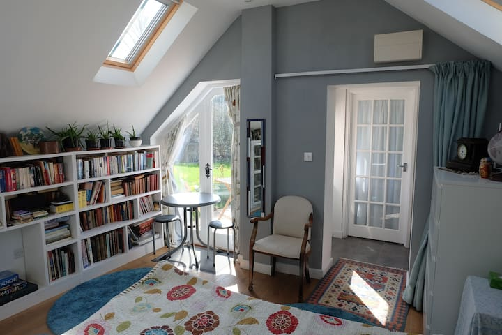 Sunny and bright living space surrounded by nature - All Cannings - Guesthouse