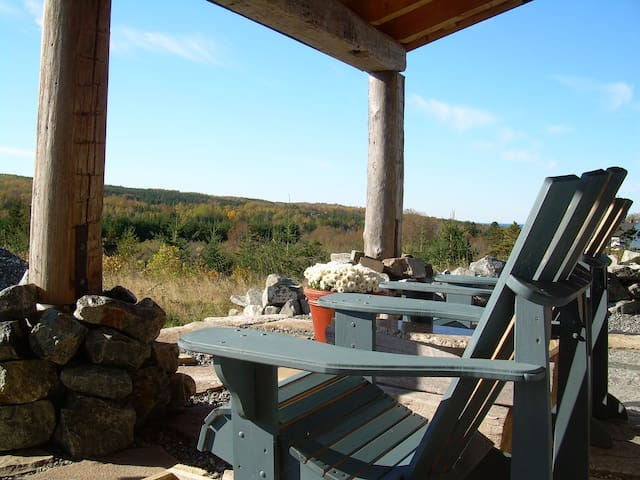 Blue Tin Roof BED & BREAKFAST - Post & Beam Home - Antigonish County - Bed & Breakfast