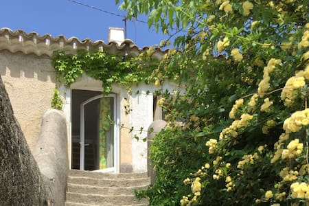 Lovely studio in the heart of the Alpilles