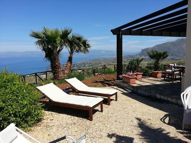 villa panoramic view on the seawifi h uschen zur miete in castellammare del golfo sizilien. Black Bedroom Furniture Sets. Home Design Ideas