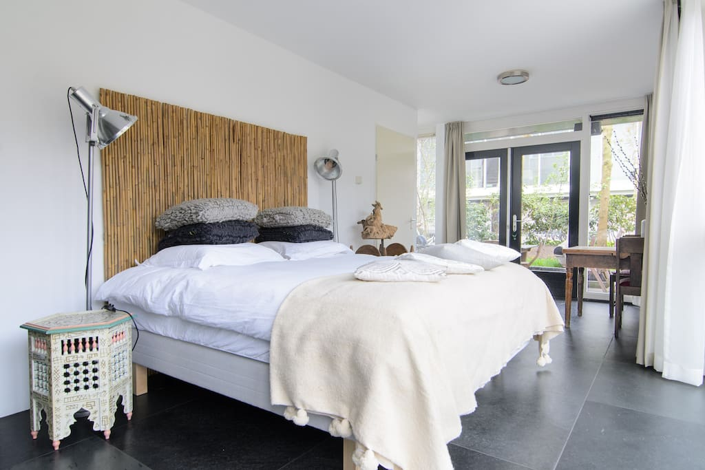 The apartment is decorated using carefully chosen natural materials, creating a balanced and harmonious environment to give you a comfortable and luxurious stay.