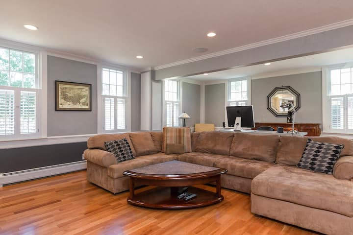Renovated 18th Cent. Home Downtown