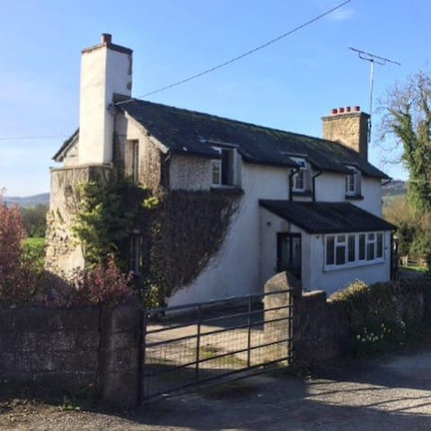 Elevated 3 bedroom detached house - Presteigne  - House