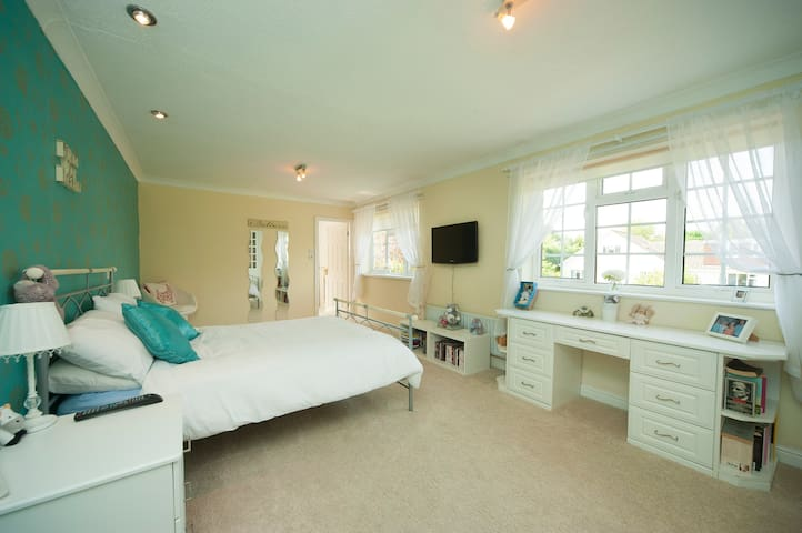 Luxury 4 double bed home in historic Ponteland - Ponteland - Casa
