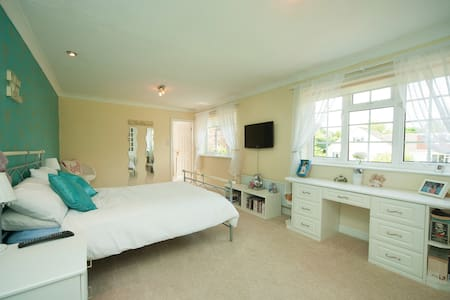 Luxury 4 double bed home in historic Ponteland, - Ponteland - Casa