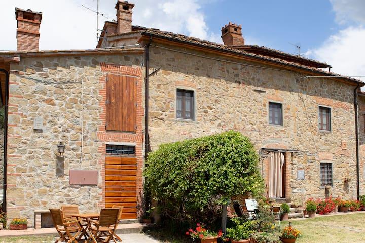 CASA Toscana con vista incantevole sulle colline
