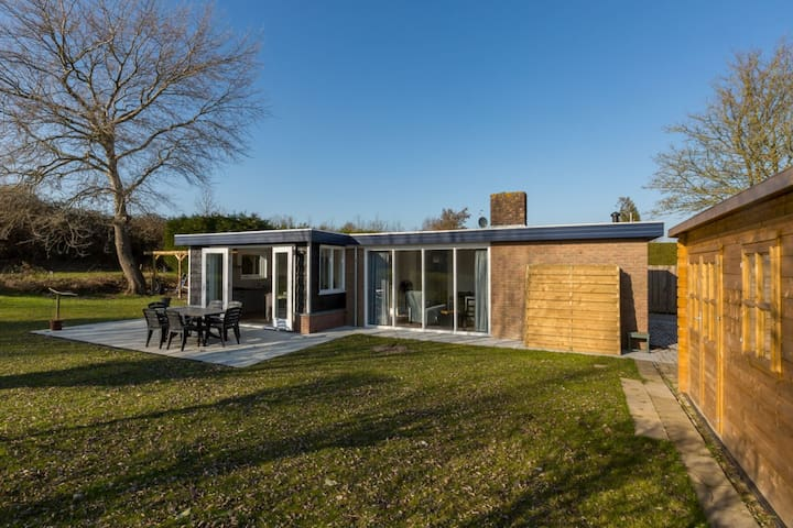Gorgeous Holiday Home in Wolphaartsdijk with Garden