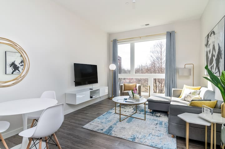 Sunlit Apt w/ Parking and Gym | Downtown at Yale