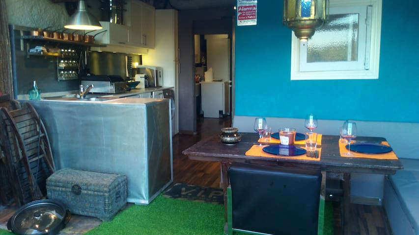 habitacion doble con salon 2,3 o 4personas - Tarragona - Dům