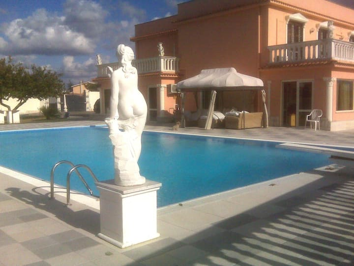 Rome Luxury Villa with Swimming Poo