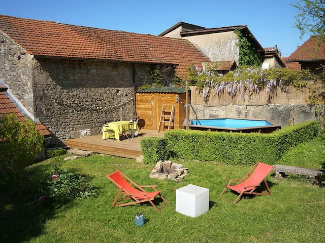 Stone house + garden & swimmingpool - Villebois - House