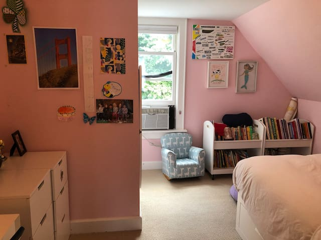 3rd floor queen with large closet (not shown)