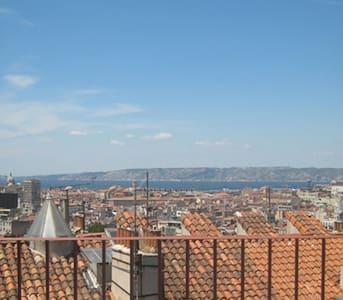 Loft apt, sea view, large terrace - Marseille