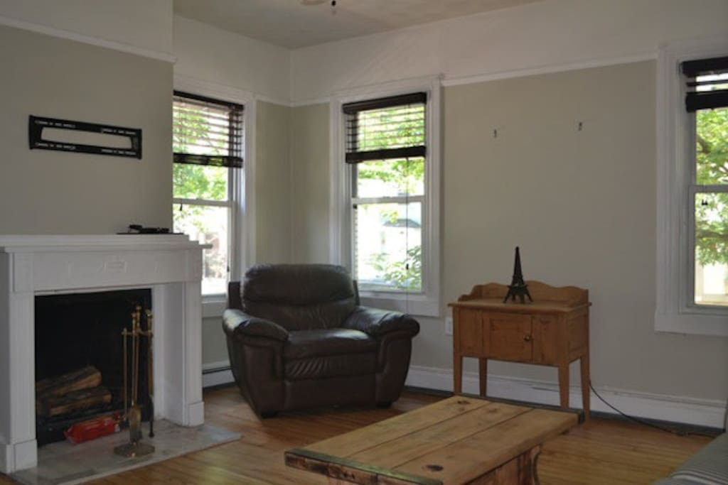 Bright, open front room with working fireplace
