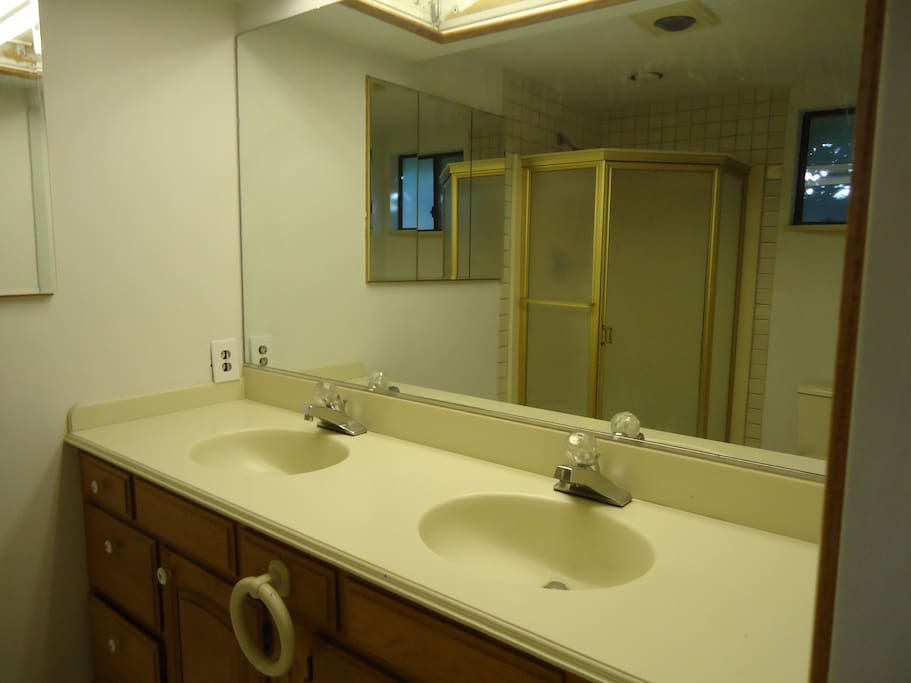 Double sink, towels and toiletries