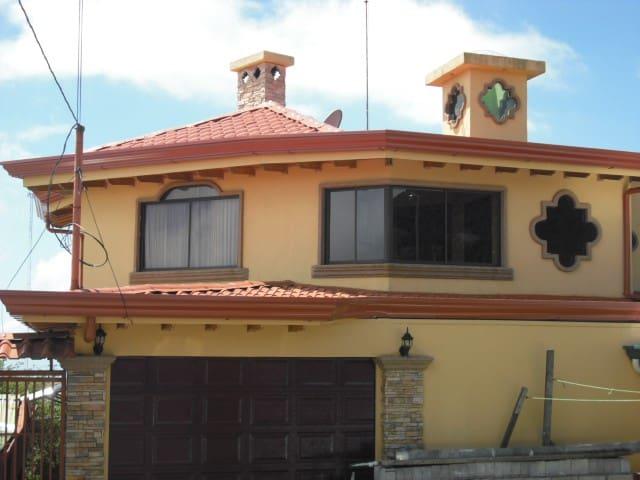 Casa de Hospedaje cerca del Volcán Poás, Privado.