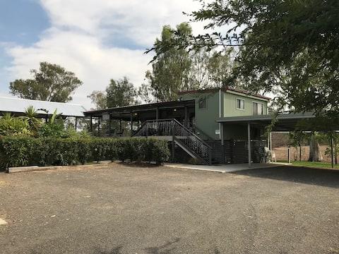 Share Cottage-Classic QB-Ensuite Riverside