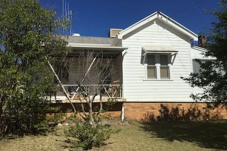 Cosy Canowindra Cottage