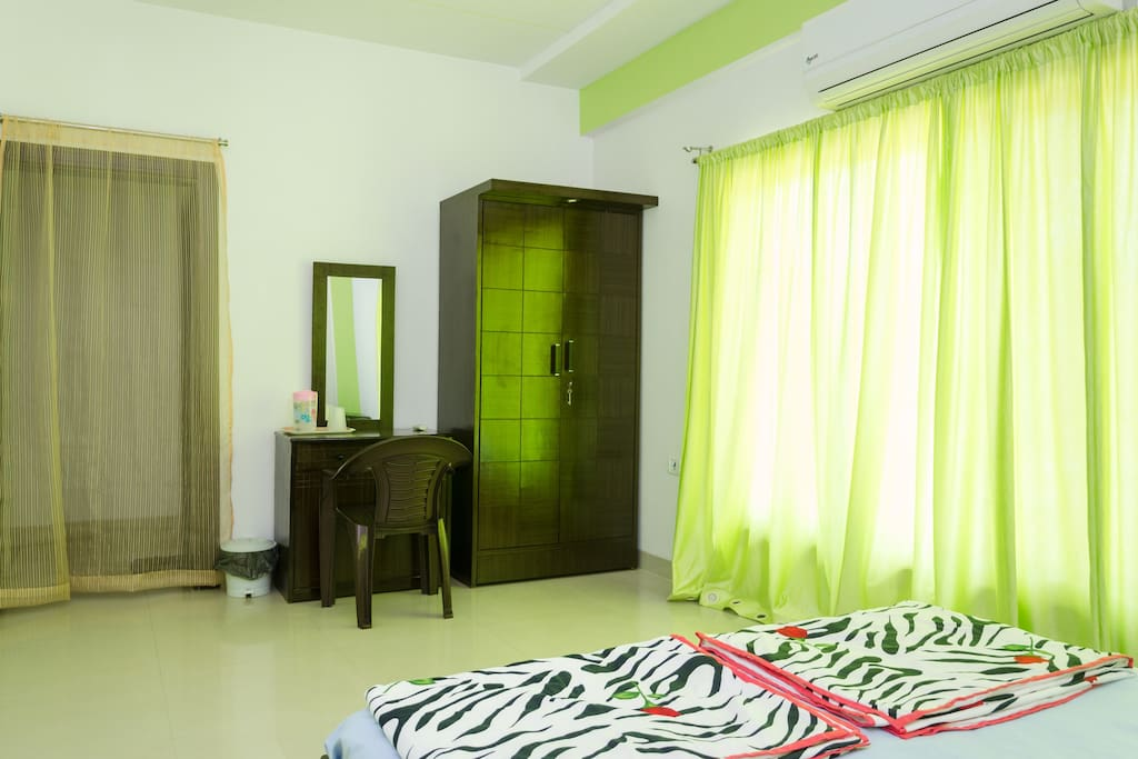 Luxurious AC Room @ Malad West