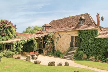 Holiday cottage with 4 bedrooms on 200m² in St Martin des Combes