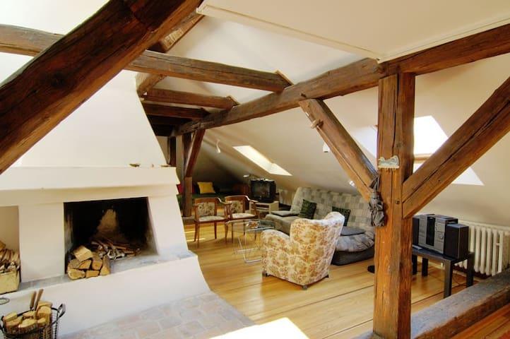 Superb location,romantic loft,Wi-Fi