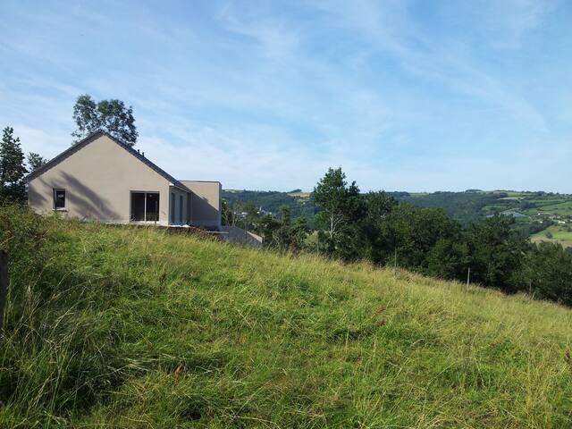 Maison neuve avec vue panoramique - Voutezac - Hus
