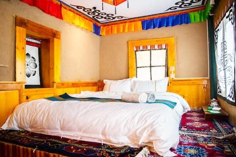 马尔康‧唐卡民宿-藏式大床房|免费停车|免费藏服体验|藏餐提供