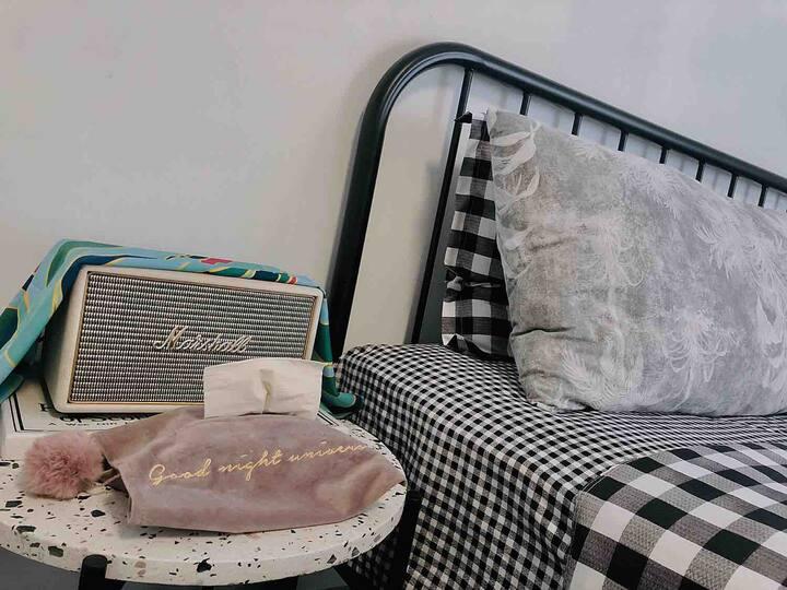 苏宁广场/50米地铁站/10%优惠/超厚豪华床垫/宽敞大床房ins/戴森吹风机 MARSHALL音响