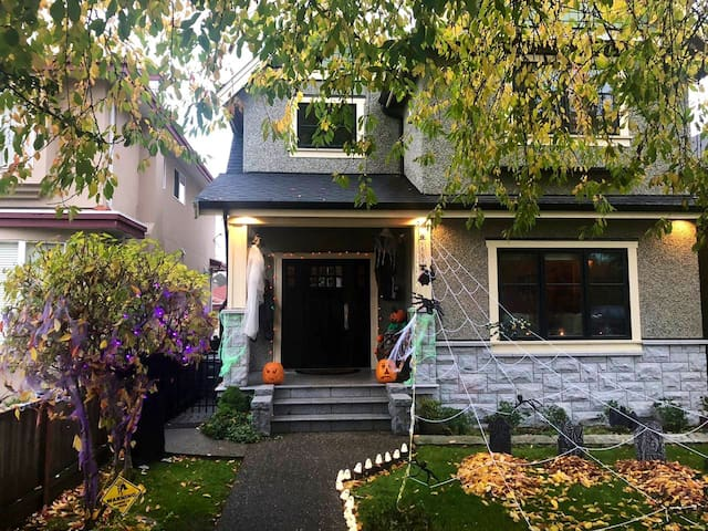 Cozy, charming, private space in Cambie Village