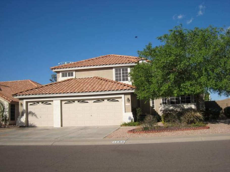 Centrally Located, 4BR w/ Pool and Spa