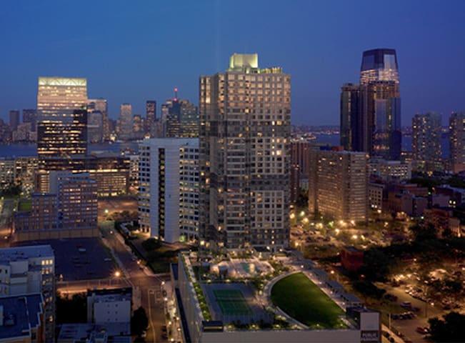 Urban Luxury Studio Apartment - 7 Min NewYork City