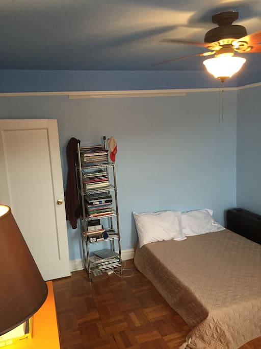 Private bedroom 11'x13' with brand new full size memory foam mattress.