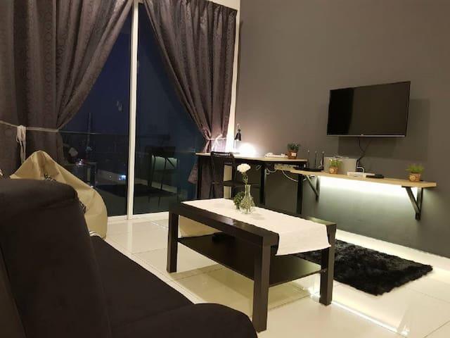 Puchong 10 Pax IOI Mall Cozy Apartment Sky.Pod
