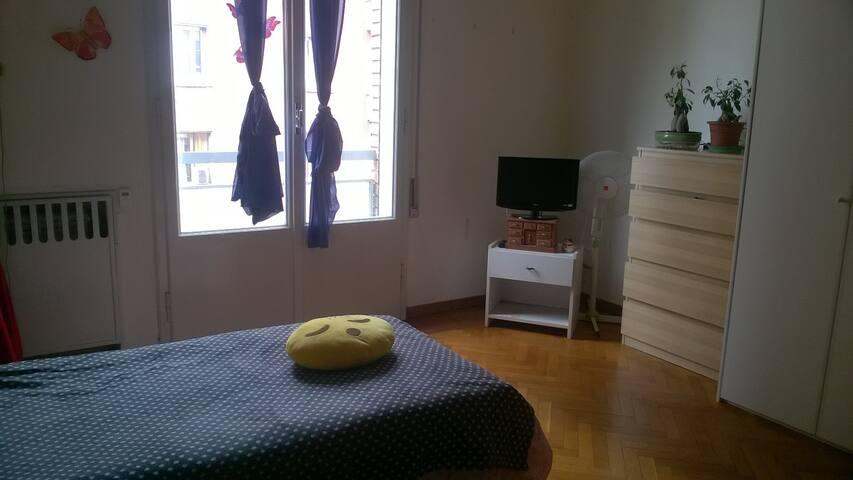 Posto letto per ragazza in pieno centro a Bologna - Bologna - Huoneisto