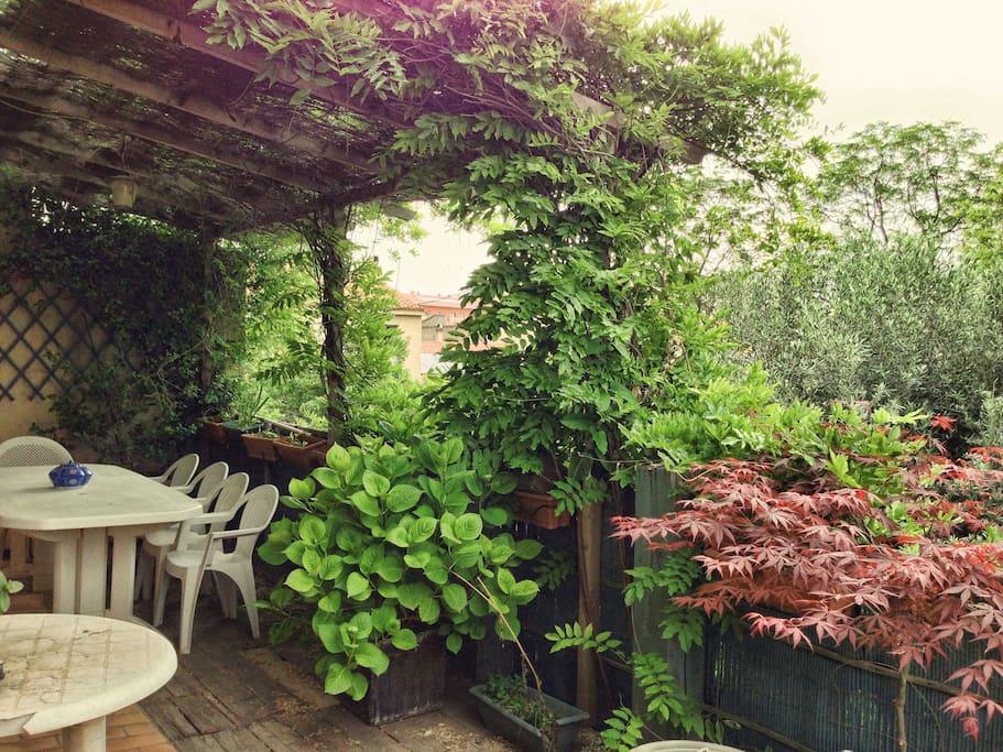 Terrasse pour 10 personnes réservée aux Voyageurs AirBnb